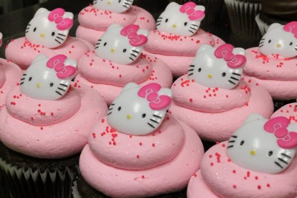 Cupcakes rosas con Hello Kitty