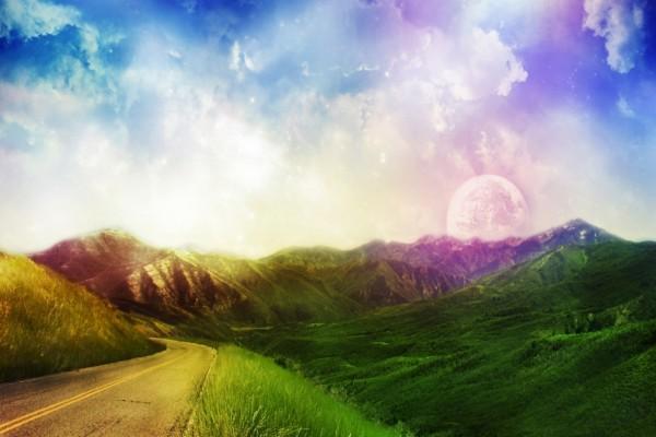 Planeta tras las montañas