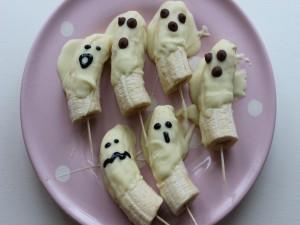 Postal: Fantasmas de plátano y chocolate para una merienda divertida