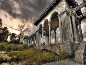 Postal: Una vieja construcción en el campo