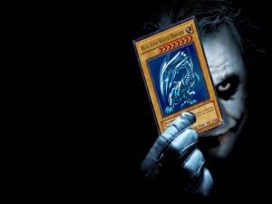 El Joker con la carta de un dragón
