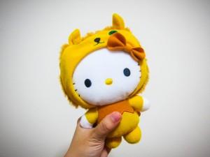 Muñeca Hello Kitty con un disfraz de león