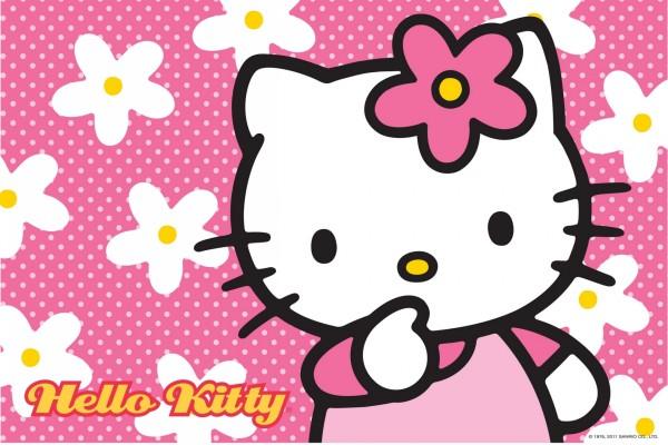 Hello Kitty entre flores blancas