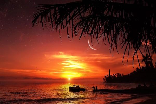 Planeta visto al atardecer desde la playa
