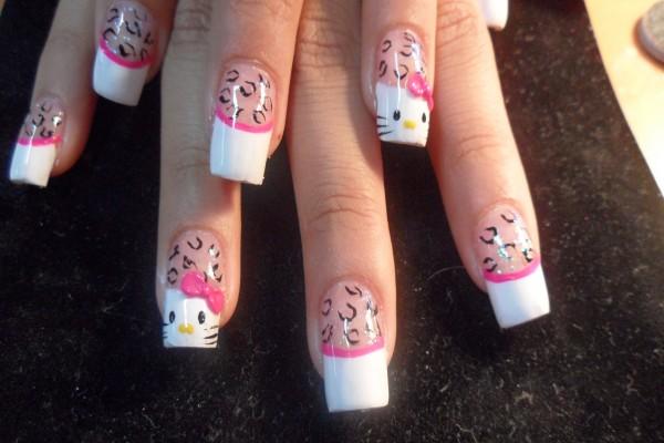 Uñas pintadas de Hello Kitty