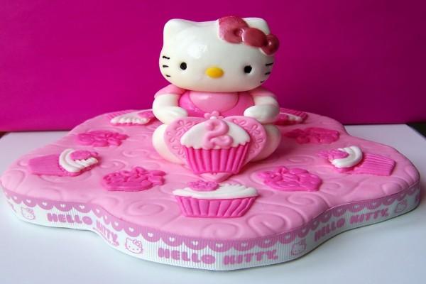 Una tarta para cumpleaños de Hello Kitty