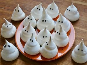 Fantasmitas de merengue para Halloween