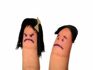 Pareja de dedos enfadados