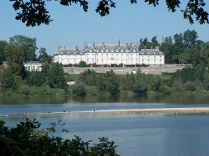 Río Loira y el castillo de Ménars (Francia)