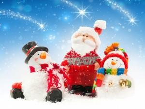 Encantadores muñecos de nieve y de Santa Claus