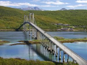 Postal: Puente con carretera sobre un río