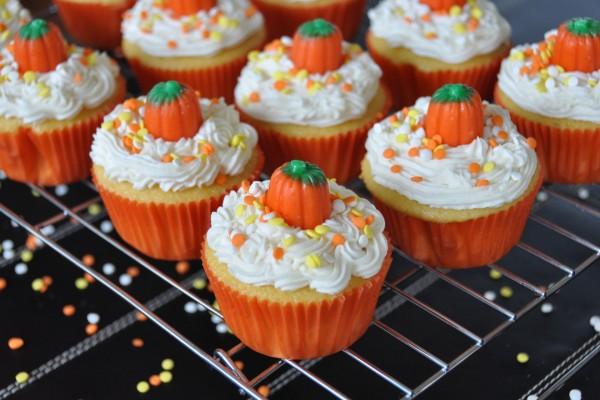 Bonitos cupcakes de calabaza para el día de Halloween