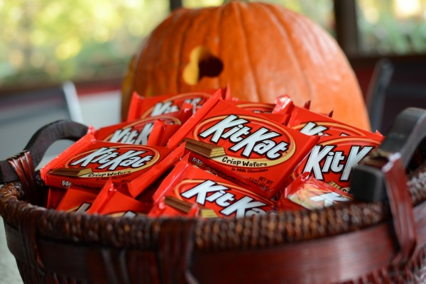 Paquetes de KitKat para regalar en Halloween
