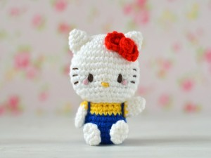 Muñeca de crochet Hello Kitty