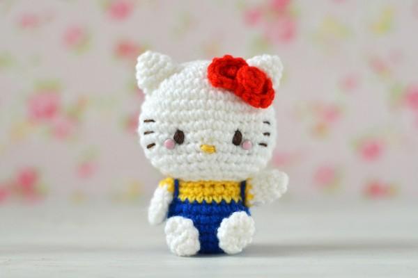 Muñeca de crochet Hello Kitty