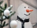 Muñeco de nieve con una gran nariz