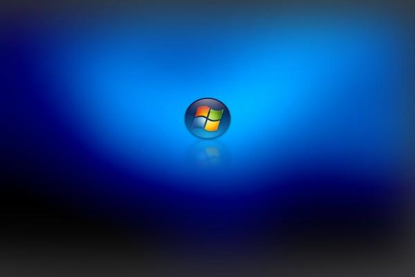 Logo de Windows reflejado en un fondo azul