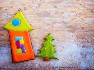 Galletas con nieve de azúcar para adornar en Navidad