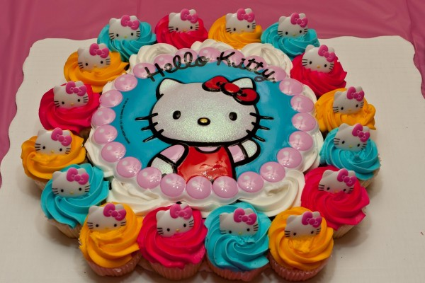 Tarta y cupcakes de Hello Kitty