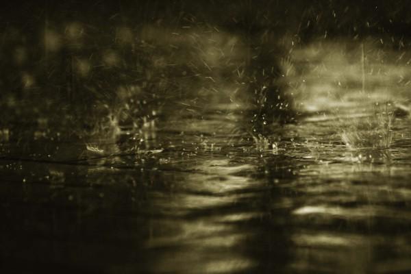 Lluvia cayendo al suelo