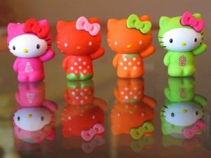 Postal: Cuatro muñequitas de Hello Kitty