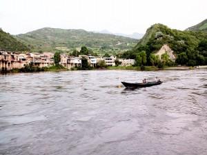 Una canoa en el  río Chinchipe (Puerto Ciruelo, Perú)