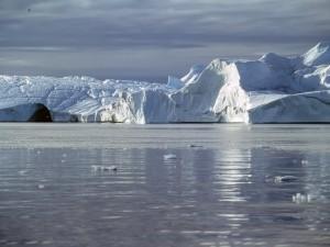 Gran iceberg en el Ártico