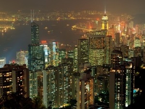 Ciudad de Hong Kong iluminada en la noche