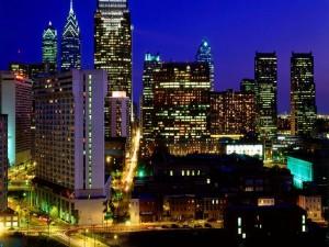 Edificios iluminados en la noche de la ciudad
