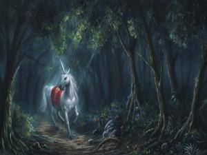 Postal: Un bello unicornio caminando por el bosque