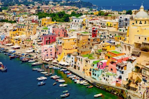 La colorida isla de Procida (Nápoles, Italia)
