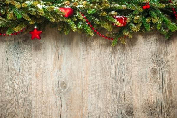 Pared con adornos navideños