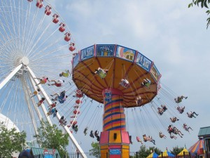 Postal: Sillas voladoras en un parque de atracciones
