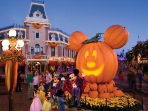 Postal: Celebración de Halloween en Disneyland