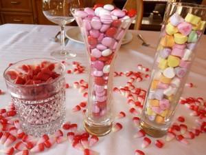 Caramelos en recipientes de cristal