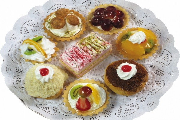 Plato con variados pasteles