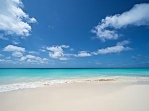 Postal: Una linda playa para relajarse y escuchar el mar