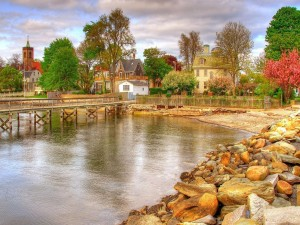 Postal: Maravilloso pueblo junto al lago