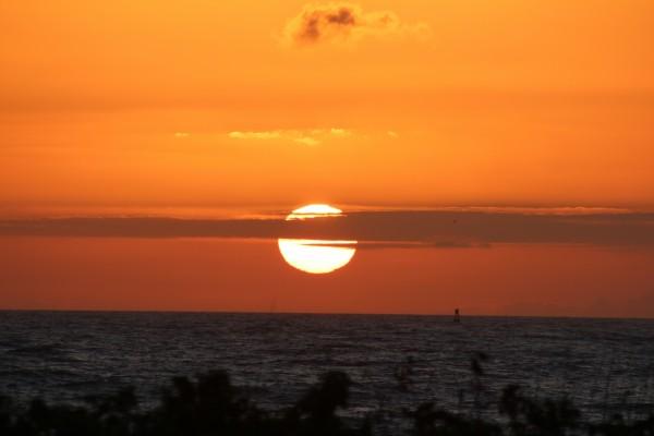 Línea nubosa delante del sol