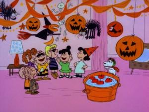 Snoopy en la fiesta de Halloween con sus amigos