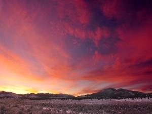 Un bonito cielo sobre un paraje solitario