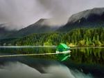 Cabaña flotante situada en el lago Capilano (Vancouver)