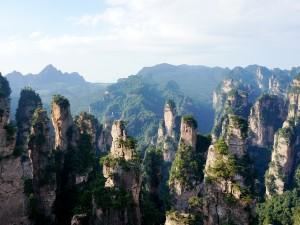 Vista de las formaciones rocosas en el Parque forestal nacional de Zhangjiaji (China)