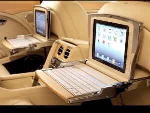 Postal: Ordenadores en el Interior de un Bentley