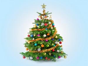 Un bello árbol adornado para Navidad