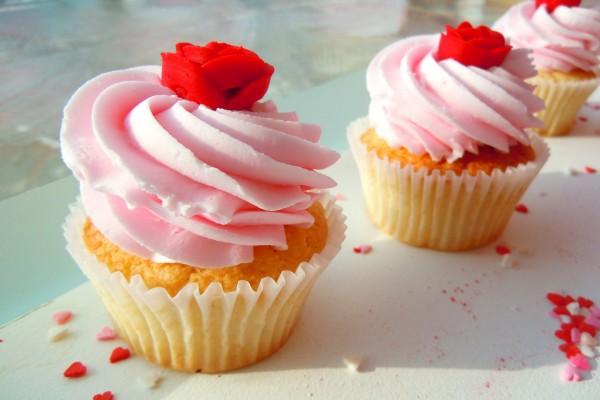 Ricos cupcakes con crema rosa