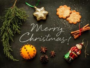 Mensaje de ¡Feliz Navidad! rodeado de elementos navideños