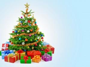 Postal: Regalos junto al árbol de Navidad