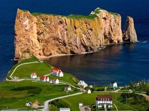 Postal: La ciudad costera de Percé (Quebec, Canadá)
