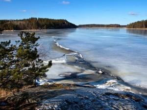 Hielo en un lago de Suecia